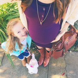 Беременная мама с дочерью ведут мимимишный инстаграм