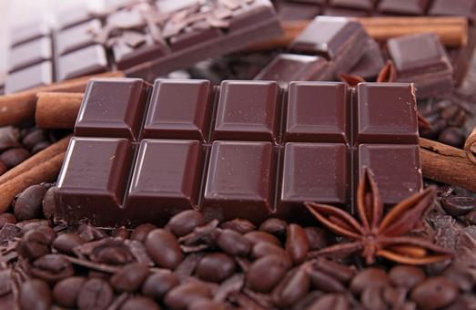 Сыр, шоколад, финики: Как составить меню счастья