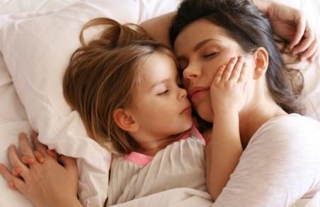7 вещей, которые нельзя делать при детях ни в коем случае