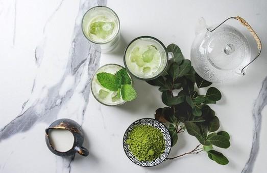 Мифы и реальность: Полезен ли зеленый чай с молоком